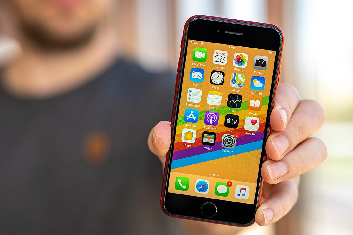نقد و بررسی گوشی iPhone SE 2020 - گوشی پلازا